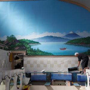 日本に3人だけ! ペンキ絵師(81)が描く銭湯壁画~杉並・小杉湯