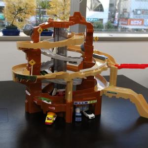 まだ間に合うクリスマスプレゼントおもちゃ トミカ『スリリングマウンテン』