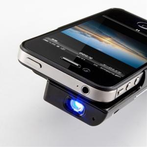 『iPhone 4/4S』用 プロジェクターを搭載した大容量バッテリーケース『400-PRJ011』
