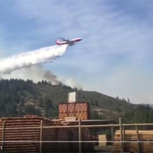 【動画】チリの森林火災現場で世界最大の消防飛行機「スーパータンカー」が活躍中