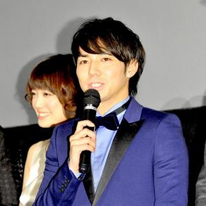 綾部祐二(34)タキシードで登場「ママ見ててーって違いますからコレ自前ですから」  主演映画『TSY タイムスリップヤンキー』先行プレミア上映会レポート