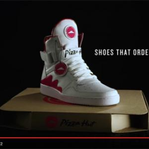 【アメリカ】いつでもどこでもピザが注文できるスニーカーを発明 これが世界一のピザ愛だ!