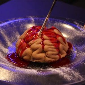 「かゆい うま」な脳みそケーキに「上手に焼けました!」なこんがり肉 『カプコンバー』のこだわりがちょっと本気で凄い件