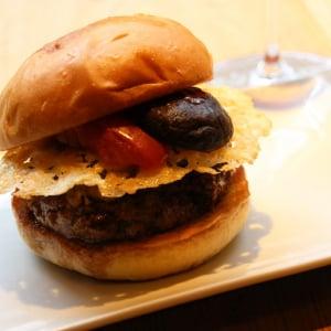 【試食レポ】口の中に「う・ま・み」がくる! LA発『ウマミバーガー』が日本上陸