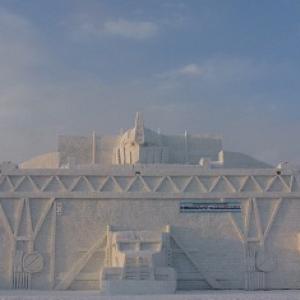 オプティマスプライム×駅舎? 『トランスフォーマー』の巨大雪像が『旭川冬まつり』に登場