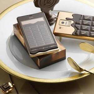NTTドコモ、板チョコデザインのスマートフォン「Q-pot.phone SH-04D」を本日発売