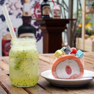 【ひと先試食】リキュールの甘み+フルーツの酸味がオイシイ! モンシェール×ルジェコラボ限定『堂島ロール』が上品