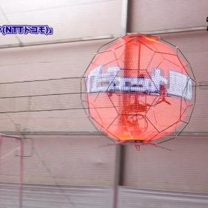 世界初公開「浮遊球体ドローンディスプレイ」が飛んでるところを見せてもらいました【動画】