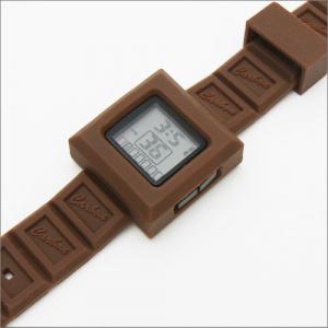 あま~い香りがする! 板チョコ風の腕時計『チョコウォッチ』