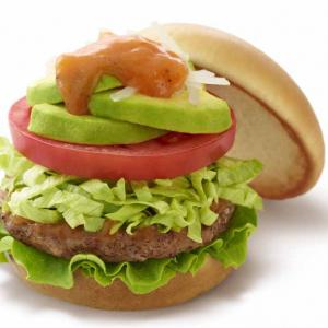 """【モスバーガー】""""アボカド""""がドドンと乗ってるよ! 野菜感がすごい『アボカドサラダバーガー』が登場"""