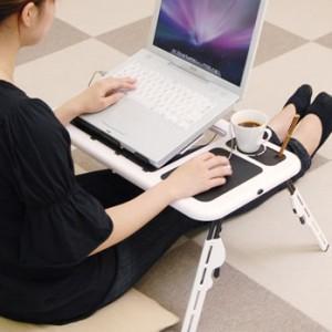 ノートPCを冷却するクーラーファン付きテーブル