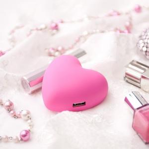 女子力高め!? ピンクのハート型スマートフォン対応USB-AC充電器
