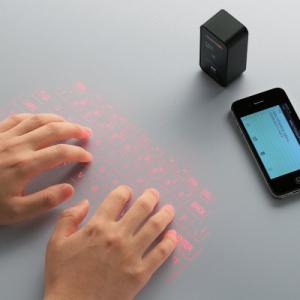 『MAGIC CUBE』にそっくり? エレコムがキー投影型Bluetoothキーボードを発売