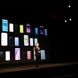 ハイエンド機はHDR映像の再生と788Mbpsの高速通信に対応 スマートフォン7機種とタブレット1機種が発表されたドコモ2017年夏モデル発表会レポート
