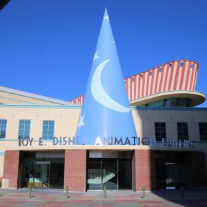 帽子型屋根に七人の小人が支えるオフィス! ときめきが止まらない「ディズニー・アニメーション・スタジオ」訪問レポート