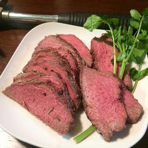 塊肉を塩に埋めて焼く調理法「塩釜焼き」は自宅のオーブントースターでつくれる