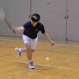 """日本生まれの視覚障害者向けスポーツ""""ブラインドテニス""""をやってみた!"""