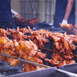 【動画】鶏の丸焼きをフリフリする! ハワイのフリフリチキン専門店が日本上陸 行ってみた