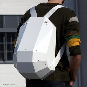 """超軽量で鎧のように強い """"アルマジロの甲羅""""をイメージした近未来型ハードシェルバックパック『Solid Gray』"""