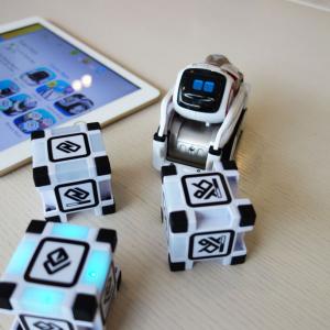 【動画】SF映画から出てきたみたい AI搭載のロボットトイ『COZMO(コズモ)』と遊んできたよ