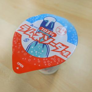 【コンビニアイス全レビュー】赤城乳業『フロスティ ラムネソーダ味』 バニラ玉が絶妙! クリームソーダ感が楽しめるアイス!