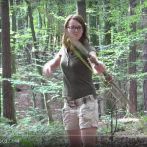 【世界の人気YouTuber】どんな環境でも生き抜くキャンピング姐さん「サバイバル・リリー」
