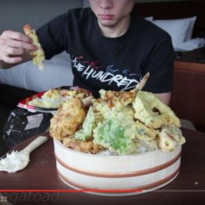 【世界のYouTuber】2万カロリー分のジャンクフードを1時間で平らげる! フードファイター『マット・ストーニー』