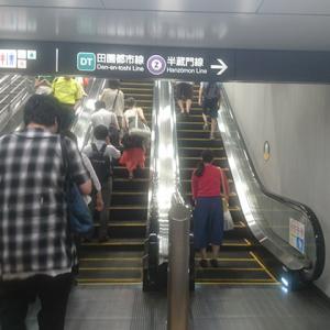 エスカレーターで歩くことは危険!? 駅で「片側に立とうという勇気が出ない」という反応も