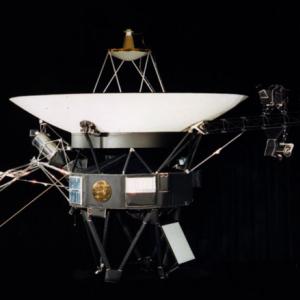 NASA 無人探査機ボイジャーの40周年記念ポスター&インフォグラフィックを無料公開