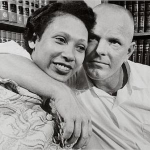 """45年前のアメリカで""""異人種間結婚""""の壁を打ち砕いた夫婦の話"""