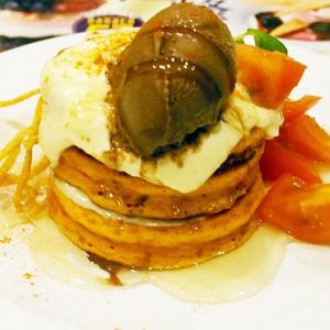 トマトソース&カイエンペッパーを使った生地が不思議な後味 デニーズ没メニュー『HOT!ケーキ~アラビアータ』を食べてみた