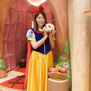ディズニーストア渋谷公園通り店には撮影スポットも! 『白雪姫』80周年で記念グッズ多数ラインナップ [オタ女]