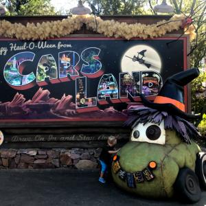 【写真レポート】『カーズランド』のハロウィンっぷりが最高! タイヤのカボチャやマックィーン&ラミレス擬人化仮装も