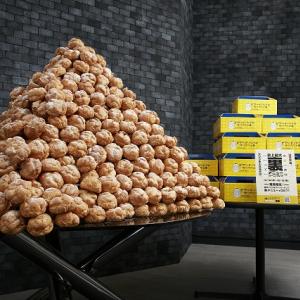1400個のシューピラミッドの迫力を見よ! アプリ『スマホサイフ』で『ビアードパパ』シュークリーム100kg分が当たるぞ