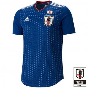 サッカー日本代表の新ユニフォームが不評? ネットでは「キリトリ線」「山折り谷折り」の声