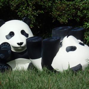 壁やドアも登れる!? 上野動物園シャンシャンに触発された『くっつきパンダ』がクラウドファンディング中