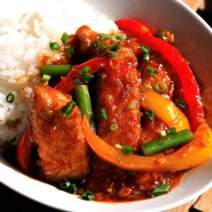 魚料理のレパートリーがまたひとつ!ご飯がすすみすぎる「麻婆カジキ丼」【老舗魚屋の主人直伝】