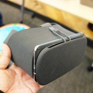 Googleが独自VRプラットフォーム『Daydream』対応ヘッドセット『Daydream View』を12月13日に国内向けに発売へ 価格は1万2000円
