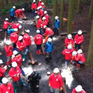 社長から社員まで320人が森林づくりを体験 コカ・コーラ社の工場水源保護活動にドローンで密着!