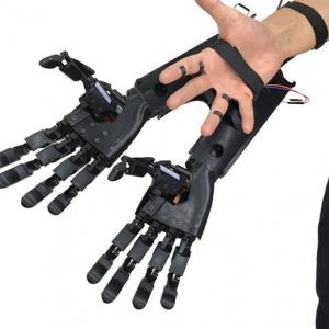 片手で両手分の作業が可能な『Youbionic Double Hand』 Augmented Human(人間拡張)に特化したイタリアのスタートアップが開発