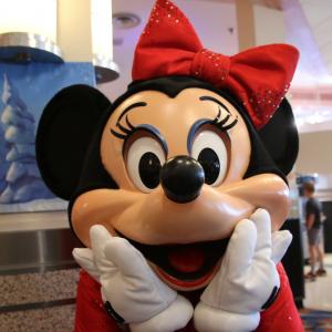 ミニーたちとクリスマスのランチ&ディナー!大人気キャラクターダイニング「ハリウッド&バイン」体験レポ:海外ディズニー通信