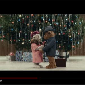 動画:テディベア夫婦の出会いから現在までの50年間を描いたヒースロー空港のクリスマスCMが「泣ける」と話題