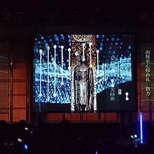 プロジェクター&サイリウムが本堂を彩る! 世界的に注目の「テクノ法要」を築地本願寺で実践