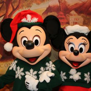 クリスマスセーターのミッキー&ミニーがギャンかわ! アニマルキングダム「アドベンチャー・アウトポスト」:海外ディズニー通信