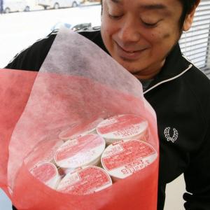 『カップヌードル』で作ったブーケが日清食品から送られてきた どういうこと?