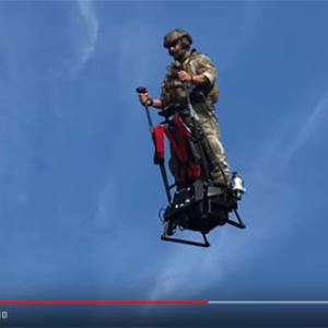 動画:アメリカ軍も興味津々? 「空飛ぶセグウェイ」の未来感がすごい