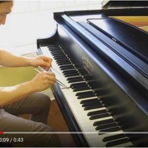 動画:ピアノ曲『Chopsticks(チョップスティックス)』をChopsticks(箸)で弾いてみた