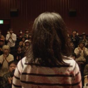 自分が書いた脚本通りに死んで行く人々 「私って神じゃね?」的にぎやかホラー『温泉しかばね芸者』:ゆうばり映画祭レビュー