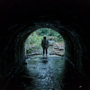 """""""オカルト否定派""""学者は超常現象を解き明かせるか? 心霊検証ホラー『ゴースト・ストーリーズ 英国幽霊奇談』日本公開[ホラー通信]"""