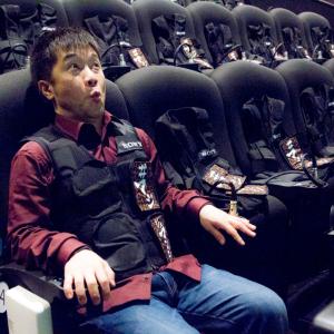 『ジュマンジ』の振動・衝撃がダイレクトに伝わる! 着る映画「ハプティクス」がこりゃ楽しい!